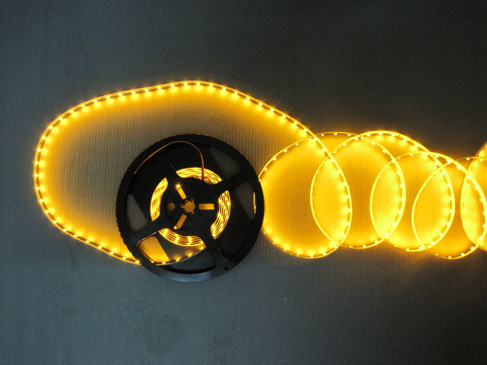 warm_white_3528_flexible_SMD_LED_strip_light